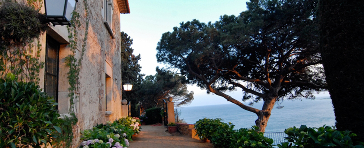 Beach-Wedding---El-Convent-de-Blanes---Wedding-Stories